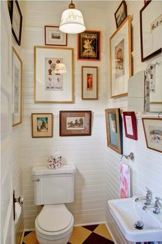 DIY Shabby Chic Wall Decor Ideas for Bathroom