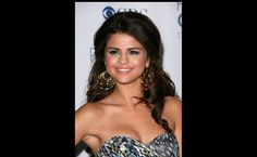 The owners of the best natural breasts | Selena Gomez