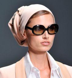 Le foulard dans les cheveux, défilé printemps été 2014 Daks - Cosmopolitan.fr