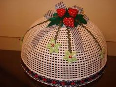 Hobbies And Crafts, Diy And Crafts, Crochet Cake, Sewing Projects, Projects To Try, Cake Cover, Pin Cushions, Christmas Bulbs, Holiday Decor