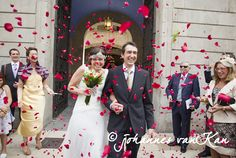 @Barcenlona, Spain. Rose pedal throwing straight after the ceremony. Photography by #jvk Johannes van Kan