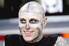 22-Rick Genest, conhecido mundialmente por suas tatuagens que cobrem seu corpo inteiro.