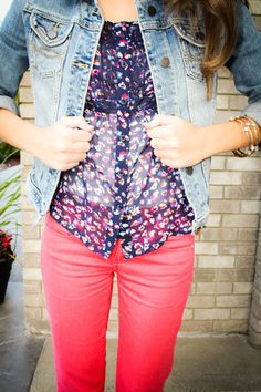 Jean jacket. Coral skinnies. Love this outfit.