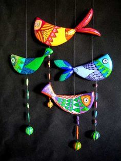birds on strings Clay Projects, Clay Crafts, Diy And Crafts, Crafts For Kids, Arts And Crafts, Paper Crafts, Polymer Clay Art, Polymer Clay Jewelry, Suncatcher