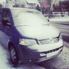 #VW #T5 #Bus ein #Transporter hat etwas Schnee abgekriegt.