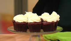 "TLC's ""Cake Boss"" Buddy Valastro's No-Fail Cream Cheese Frosting #baking #frosting #cupcakes"