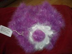 Echarpe-plastron angora filé et tricoté main,prune avec fleur blanche : Echarpe, foulard, cravate par angauvergne-laine-angora