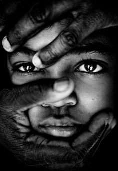 Take my face by Aidan Photograffeuse Black And White Portraits, Black And White Photography, Black N White, Black Art, Grandes Photos, Art Visage, We Are The World, Interesting Faces, Belle Photo