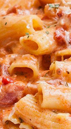Rigatoni in salsa arrossita con pollo e pancetta Rigatoni Recipes, Pasta Sauce Recipes, Chicken Pasta Recipes, Beef Recipes, Cooking Recipes, Chicken Bacon, Rice Recipes, Recipies, Austrian Recipes