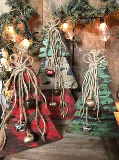 Wooden Christmas Decorations, Pallet Christmas Tree, Christmas Wood Crafts, Farmhouse Christmas Decor, Christmas Door, Wood Ornaments, Rustic Christmas, Christmas Projects, Vintage Christmas