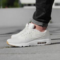 https://www.sooco.nl/nike-air-max-1-ultra-moire-beige-lage-sneakers-27677.html