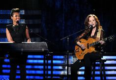 Alicia Keys and Bonnie Raitt perform at the 2012 Grammy Awards
