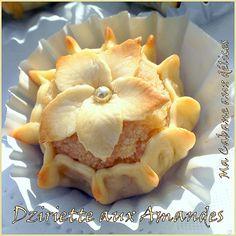 Dziriette aux amandes -- Algerian cakes Middle East Food, Middle Eastern Desserts, Arabic Sweets, Arabic Food, Eid Cake, Algerian Recipes, Artisan Bread, Cookie Desserts, International Recipes
