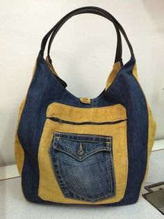 Denim Crafts, Best Handbags, Recycled Denim, Denim Bag, Handmade Bags, Fashion Bags, Purses And Bags, Craft Ideas, Diy And Crafts