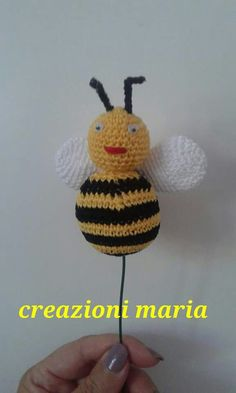 L'ape con il suo dolce miele.