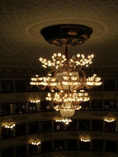 Toutes les tailles | Chandelier and other lights, La Scala opera house, Milan | Flickr : partage de photos !