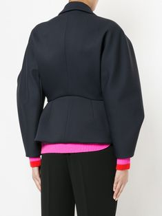 Explore voluminous silhouettes with the women's oversized jackets edit at Farfetch. Find women's boxy jackets from leading luxury labels. Fashion Details, Fashion Design, Delpozo, Jacket Style, Business Fashion, Pattern Fashion, Spring Fashion, Vintage Outfits, Fashion Dresses