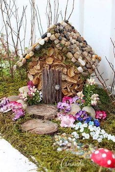 Fairy House & Garden: year of the craft studio fairy garden Feenhaus & Garten: Jahr # 2 des H Fairy Village, Fairy Tree, Mini Fairy Garden, Fairy Garden Houses, Gnome Garden, Diy Fairy House, Fairy Crafts, Garden Crafts, Garden Gazebo