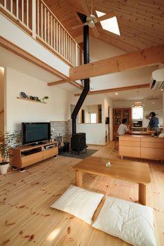 家具にもぴったりマッチした室内に薪ストーブが印象的 #吹抜け #igstylehouse #アイジースタイルハウス Modern Japanese Interior, Japanese Home Decor, Japanese House, Modern Interior Design, Home Office Design, House Design, Small Home Gyms, Muji Home, Bedroom Minimalist