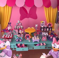 3 year old theme parties for girls - Trend Today : Your source for the latest trends, exclusives & Inspirations Minnie Mouse 1st Birthday, Minnie Mouse Baby Shower, Minnie Mouse Party, Pig Party, Mickey Party, First Birthday Decorations, 2nd Birthday Parties, Daisy Duck Party, Flamingo Baby Shower