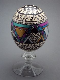 A larger view of an ostrich egg done in sharpie markers.