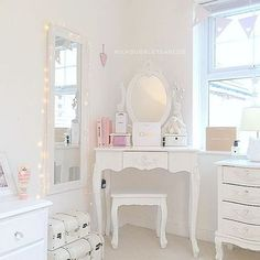 Pin by jess sharpe on bedroom rooms home decor, bedroom, room decor. My New Room, My Room, Girl Room, Girls Bedroom, Rooms Home Decor, Bedroom Decor, Diy Zimmer, Princess Room, Shabby Chic Bedrooms