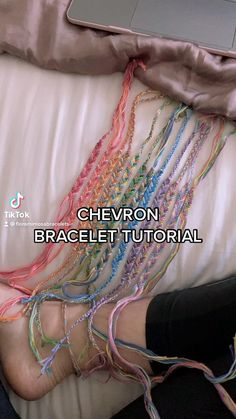 Diy Bracelets Patterns, Yarn Bracelets, Diy Bracelets Easy, Bracelet Crafts, Handmade Bracelets, Diy Friendship Bracelets Tutorial, Diy Friendship Bracelets Patterns, Bracelet Tutorial, Vsco Hacks