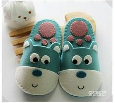 Ideas Baby Girl Shoes Pattern Sweets For 2019 Felt Baby Shoes, Baby Girl Shoes, Girls Shoes, American Girl Doll Shoes, Felt Animal Patterns, Felted Slippers, Shoe Pattern, Candy Gifts, Handmade Felt