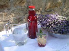 Vyzkoušejte domácí levandulový sirup. Sama jsem byla překvapená jak naprosto skvěle chutná s vodou a... Home Canning, Tenerife, Smoothies, Food And Drink, Vodka, Herbs, Med, Drinks, Cooking