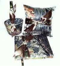 this is absolutely the cutest thing i've ever seen for a wedding. i love camo; this is perfect.(: