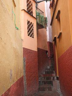 Callejon del beso en Guanajuato, Mexico!