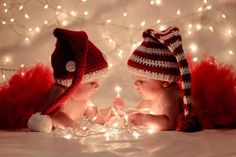 christmas, baby, and light -kuva Baby Christmas Photos, Xmas Photos, Holiday Pictures, Babies First Christmas, 1st Christmas, Christmas Lights, Sibling Christmas Pictures, Xmas Pics, Twin Pictures