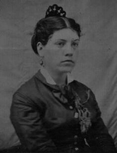 FRSA03 Muhlenburg County Kentucky families, do you know this woman?  This photo is in a collection gathered in Muhlenberg County, Kentucky. The woman could (but may not) have a connection with one of these ancestral surnames: Ingram, Diver, Nelson, Davis, Griffith, King, Williams, Oberhausen. If you know who this is, please contact us. Also you can find us on Facebook at ID A Photo or on Pinterest. Thank you and God Bless!  www.idaphoto.net
