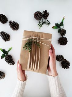 http://www.ohohblog.com/2017/12/3-easy-ways-wrap-presents-brown-paper.html
