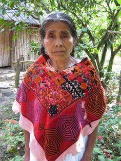 Sustainable International Development: Poverty Among Indigenous Women in Chiapas Mexican Outfit, Mexican Dresses, Mexican Style, Mexican Clothing, Traditional Mexican Dress, Traditional Fashion, Traditional Dresses, Coloured People, Mexico Culture