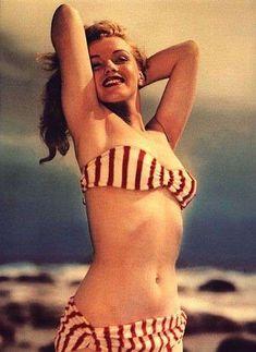 Marilyn Monroe as Miss Norma Jean Baker :) Marylin Monroe, Marilyn Monroe Playboy, Brigitte Bardot, Portrait Studio, Bikini Bandeau, Red Bikini, Striped Bikini, Bikini Girls, Diane Arbus