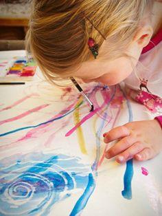 Magic Paintings. Eerst met een kaars over het papier tekenen en daarna met waterverf eroverheen