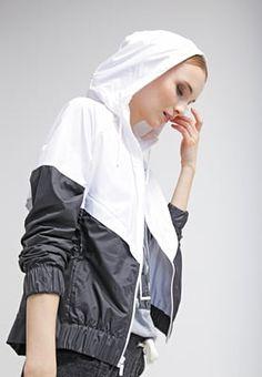 Wenn es mal windig wird. Nike Sportswear Leichte Jacke - white/black/black für 59,95 € (27.08.16) versandkostenfrei bei Zalando bestellen.