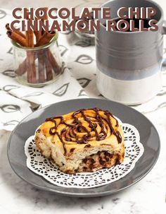 I love this recipe because it combines two of my favorite sweets: chocolate and cinnamon rolls! These are perfect for when you want to be a little extra with your baking. Your kids will think you're the best mom ever! Let me show you how to make these chocolate chip cinnamon rolls today. Best Dessert Recipes, Dessert Ideas, Easy Dinner Recipes, Easy Desserts, Breakfast Recipes, Best Comfort Food, Comfort Foods, Mini Chocolate Chips, Chocolate Drizzle