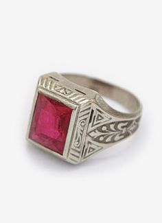 PRODUCT DESCRIPTION Sterling silver with faux ruby. SIZE & FIT Size 8.5 How to figure out your ring size: GILDED LANE Vintage Jewelry based out of Los Angeles, CA.