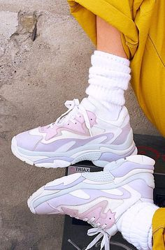 20+ Summer Fashion Trends   Tenisówki, Buty na koturnach, Nike