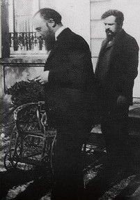 Claude Debussy and Erik Satie in Paris, - another b/w photo. What Is Classical Music, Classical Music Composers, Claude Debussy, Erik Satie, Classic Image, Music Images, Music Humor, Ballet, Great Bands