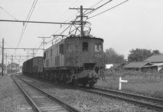 ED16の牽く貨物列車。 南武線沿線はのどかな風景。 1964年(昭和39年)登戸~中野島