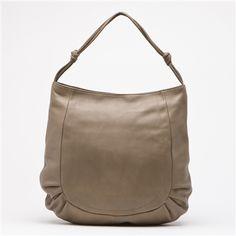 #brontibay #bag #sac  Sac Gisele beige en cuir pleine fleur - intérieur rouge  40 x 33 x 9 cm  www.vente-privee.com