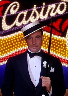 Gene Kelly - Singin' in the Rain! I did the play off-broadway! Hooray For Hollywood, Golden Age Of Hollywood, Hollywood Stars, Hollywood Actor, Classic Hollywood, Old Hollywood, Fred Astaire, Classic Movie Stars, Classic Movies