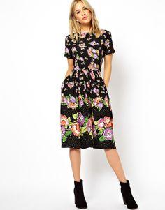 Kaufen, oder nicht? Bin mir nicht sicher, ob es too much ist :-/ Kurzkleid mit Blumenmuster und geknöpftem Rock