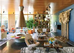 Contemporary Living Room by Jonathan Adler and Gray Organschi Architecture in Shelter Island, New York
