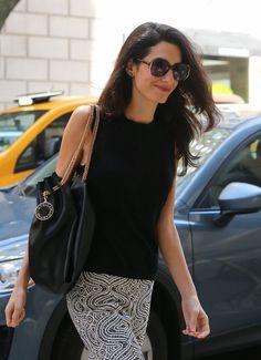 Amal Clooney, George Clooney, Stella Mccartney Bag, Stunning Women, Giambattista Valli, Wide Leg Trousers, Spring Collection, Louis Vuitton Speedy Bag, New York