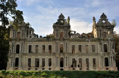 French Architecture, Beautiful Architecture, Palaces, Princess Tower, French Castles, Normandy France, Oise, Old Churches, Dark Interiors