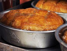 πολιτικο γαλακτομπουρεκο Greek Sweets, Greek Desserts, Greek Recipes, Istanbul Food, Cyprus Food, The Kitchen Food Network, Greece Food, Puff Pastry Desserts, Food Network Recipes